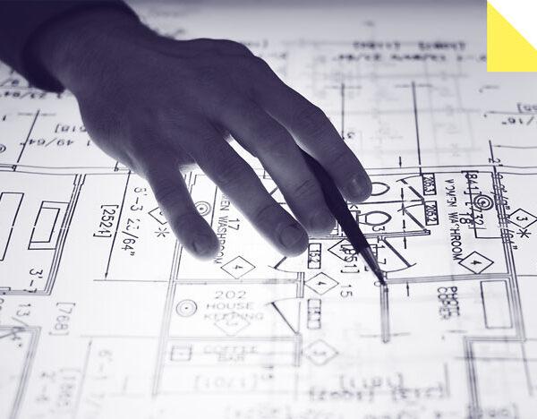 Mobilier EHPAD - une main d'architecte en train de travailler